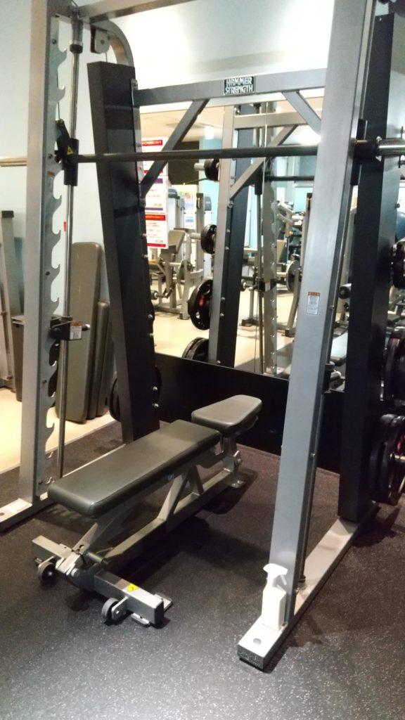 スミスマシンショルダープレスとは 高重量で肩を鍛える